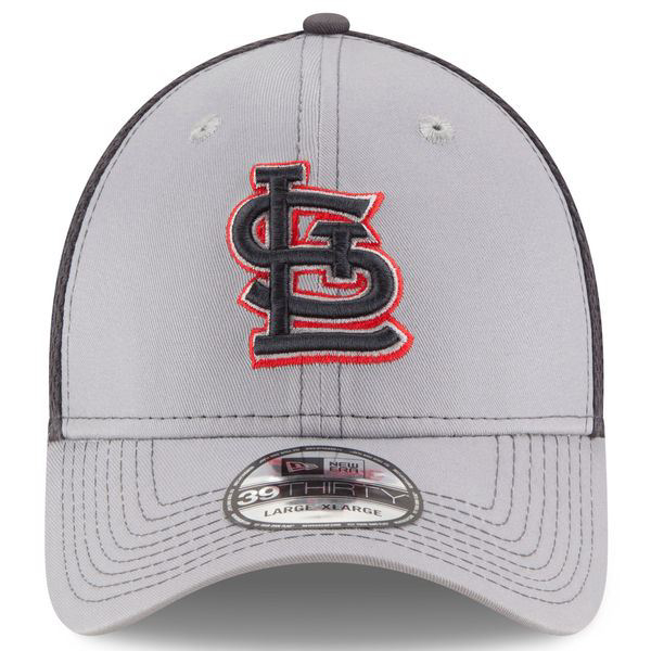 Picture of Men's St. Louis Cardinals New Era Gray Grayed Out Neo 2 39THIRTY Flex Hat