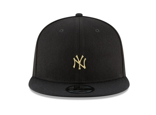 Picture of New Era MLB New York Yankees Badge Slick Snapback Cap Black/Gold
